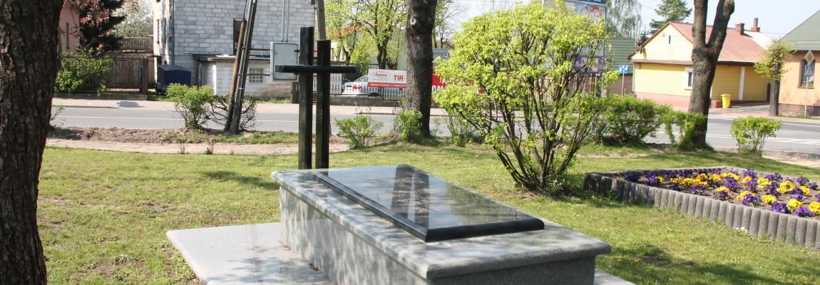 Памятник, посвященный расстрелу польского населения в октябре 1943 г.