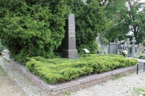 Obelisk na cmentarzu przy ul. Bartoszowej