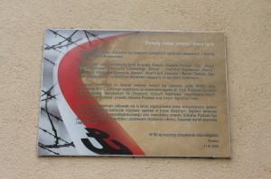 Tablica poświęcona pamięci wywiezionych na Sybir i skazanych w procesach pokazowych